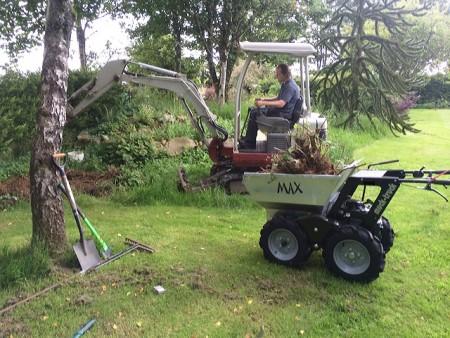 mucktruck minidumper bei der Gartenarbeit